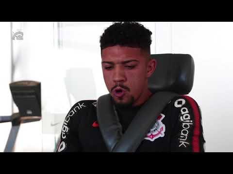Douglas, novo reforço do Corinthians chega ao clube