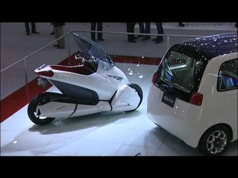 Honda's Space-Age Trike Gets Filmed From Every Angle
