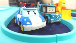 Видео МАШИНКИ! Герои мультфильмов — игрушки РОБОКАР ПОЛИ — строят мост! Игрушка трасса!