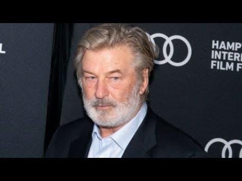 Alec Baldwin tue accidentellement une femme en plein tournage: que risque l'acteur?