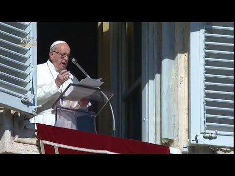 """""""Se dépouiller du superflu pour suivre librement le Seigneur"""" : Angélus du 11 novembre 2018"""