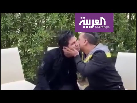 العرب اليوم - شاهد: مطرب أغنية