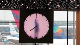 Амстердам - Мужик рисует время руками