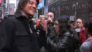 "Крэйг Хорнер(Craig Horner), ""Legend of the Seeker"" Times Square Press Event"