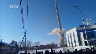 Осколок башни летит в толпу | Kholo.pk