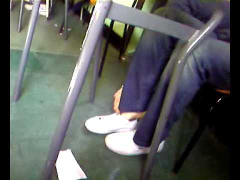 a piedi nudi in classe!.mp4