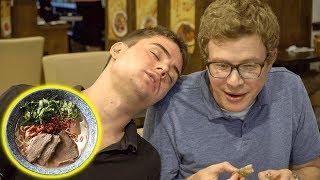 American Friends do SPICY Western Chinese Food MUKBANG?! 我带美国朋友去吃地道的兰州拉面,没想到被彻底征服?!