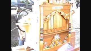 Als het orgel gaat spelen met Johnny aan het wiel