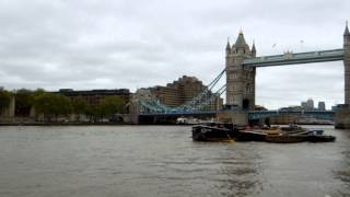 preview picture of video 'アキーラさん!イギリス・ロンドン・タワーブリッジ10,Tower-bridge,London,UK'