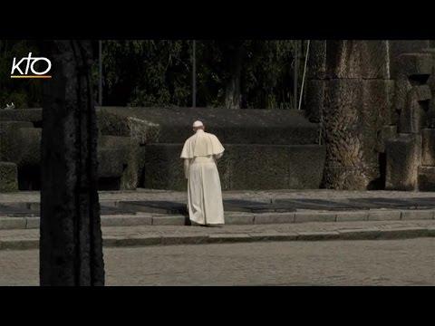 La prière en silence du Pape à Auschwitz
