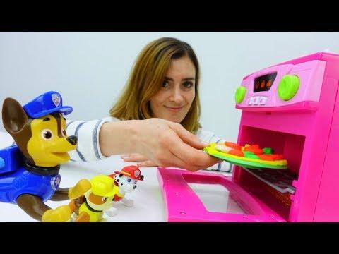 Spiel mit Paw Patrol Toys:  Pizza aus Knete.