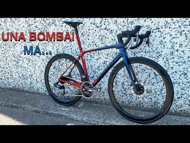 Видео Велосипед Giant TCR Advanced SL 1 Disc (Gloss Cosmos Navy/Gloss Metallic Red/Matte Black)