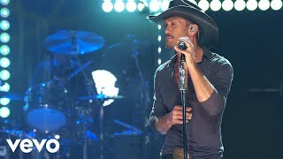 Tim McGraw – Diamond Rings and Old Barstools (From iHeart Live)