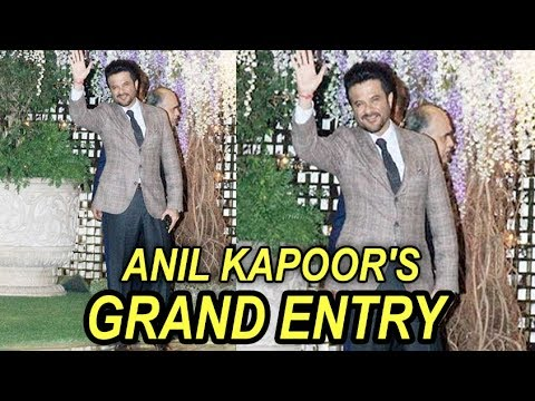 Anil Kapoor's GRAND Entry With His Wife Sunita At Mukesh Ambani's House After Party