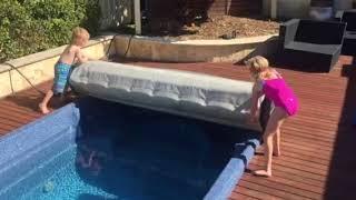 Крышка для плавательного спа и джакузи Roll up SPA-Cover от компании Comfort SPA - бассейны и СПА бассейны, комплектация зон отдыха - видео 2
