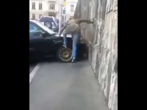 Обходить некогда! Любителям парковаться на тротуаре посвящается