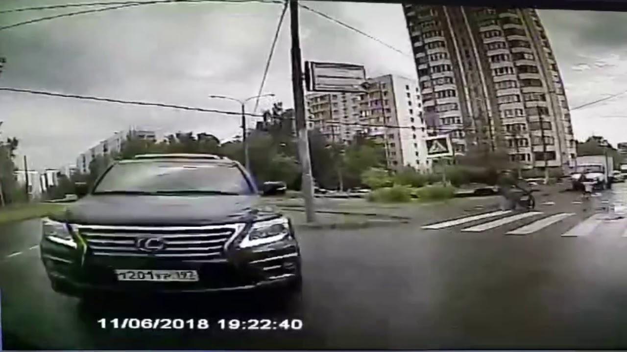 Пьяный водитель Lexus LX 570 выехал на встречку и врезался в автобус в Солнцево