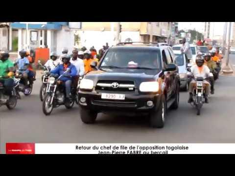 Jean-Pierre FABRE de retour de l'étranger, accueilli à l'aéroport de Lomé par ses militants