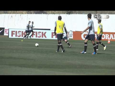 Zizao e Adílson marcam belos gols no treino
