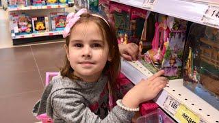 Обычный день из жизни БЛОГЕРА Покупаем игрушки катаемся на ПОНИ Алина и Юляшка играют в куклы