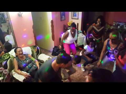Fiesta Cubana niños bailando reggaeton - YouTube