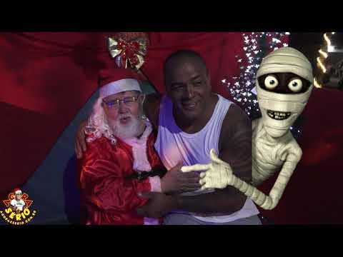 Repórter favela sentou e gostou do colo do Papai Noel na Casa do Saci