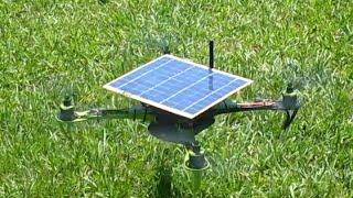 איך זה נראה לכם....רחפן שפועל כל פאנל סולארי -אנרגיית שמש- סרטון