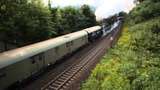 preview picture of video '5 Dampfloks in einem Zug auf der Geislinger Steige (Heimfahrt von Göppingen, Märklintage 2013)'