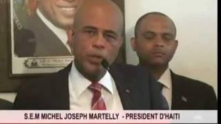 """Michel Martelly repond au journaliste et """" Chuip"""" dans sa figure! (j approuve)"""
