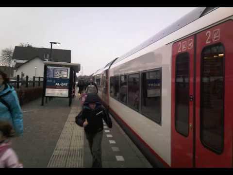 Veolia GTW tweetjes komen aan in Cuijk op spoor 1 naar Nijmegen