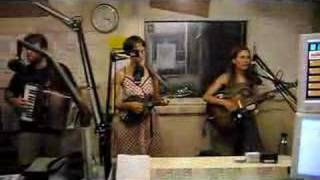 "The Ditty Bops @ KZSC FM: ""In The Meantime"""