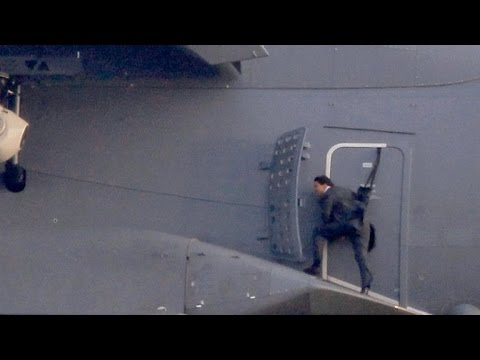 10 Most Impossible Movie Stunts Of Tom Cruise Desiblitz