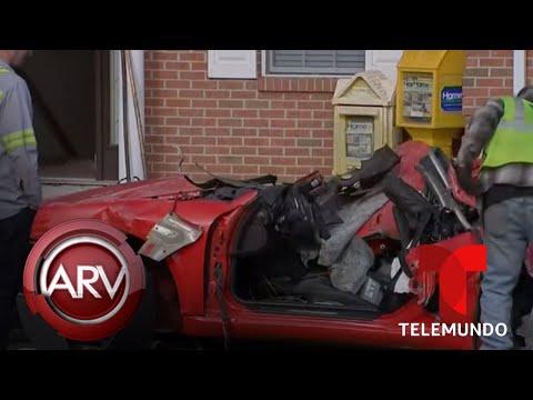 Mueren dos jóvenes después de su auto deportivo quedar incrustado en edificio | Telemundo