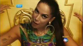 Anitta é agredida por fãs durante show em Cabo Frio (RJ)