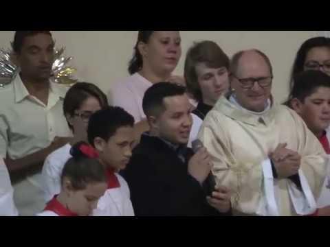 Padre Valdir considerado pelos católicos o melhor Padre da história de Juquitiba lota a missa da Igreja matriz e recebe um abraço coletivo dos Católicos