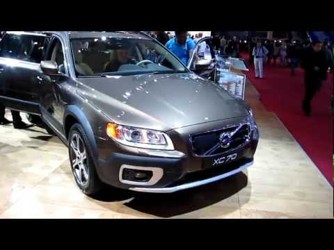 Volvo XC70 details of alloy wheels and front