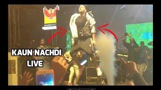 Kaun Nachdi x Raat Kamaal Hai Mashup - Guru Randhawa Live