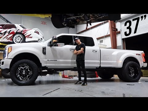 """2019 F350 Gets 3"""" Level Kit and 22s!"""