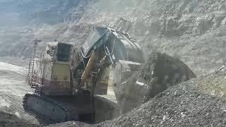 Pala komatsu pc 8000,cargando camion cat 793c