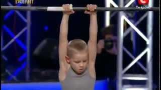 7 Годишно момче смая всички - Украйна Търси Талнт