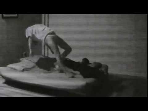 Левитация. Женщина летает во сне. Levitation. A woman flies in her sleep.