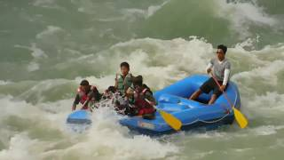 preview picture of video 'RIVER RAFTING IN TEESTA RIVER'