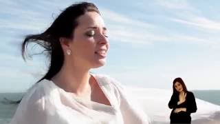 "Claudia Madur | ""Voa"" feat. Lenine Cunha"