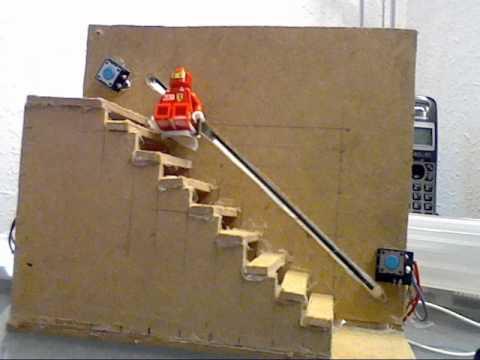 Maqueta de escalera con montacargas controlado por microcontrolador picaxe