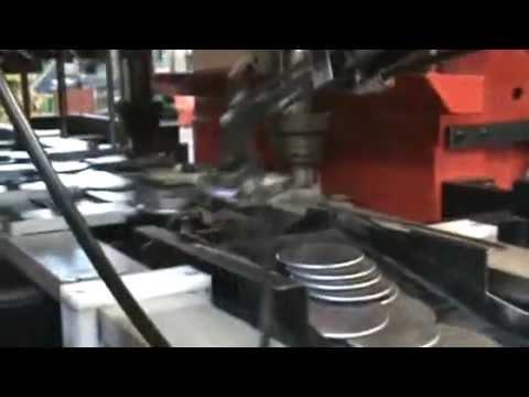 Stampaggio lamiera con pressa a ginocchiera e alimentazione automatica