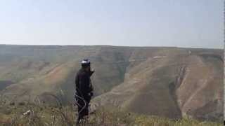 preview picture of video 'استمرار اليهود في بناء جدار الفصل بين محافظة درعا والجولان المحتل'