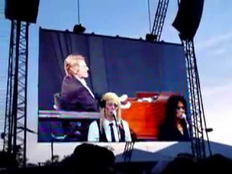 Leonard Cohen - Hallelujah - Glastonbury 2008