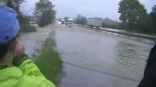 preview picture of video 'powódź Bąków 2010.avi'