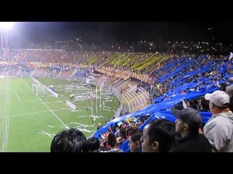 """""""SALIDA DEPORTIVO PASTO vs colo-colo A.M.P - L.B.T  22/08/2013"""" Barra: La Banda Tricolor • Club: Deportivo Pasto"""