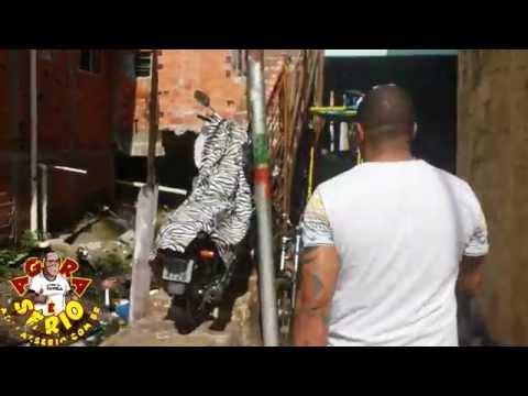 Repórter Favela role na Favela Beira Mar